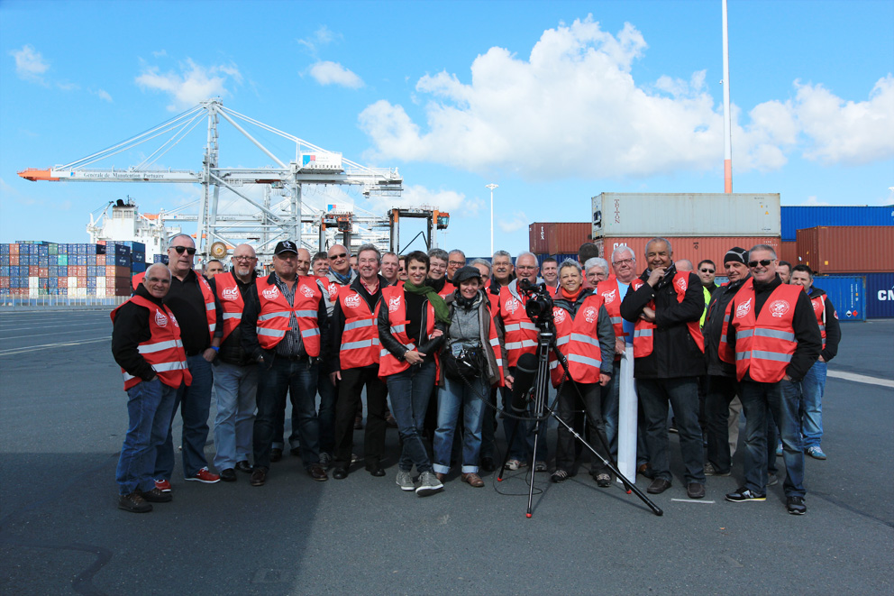 Les docker sur Port 2000, ils ont chanté « Le Chiffon rouge » (séquence sur la mobilisation des ports pour la libération de Jules Durand)