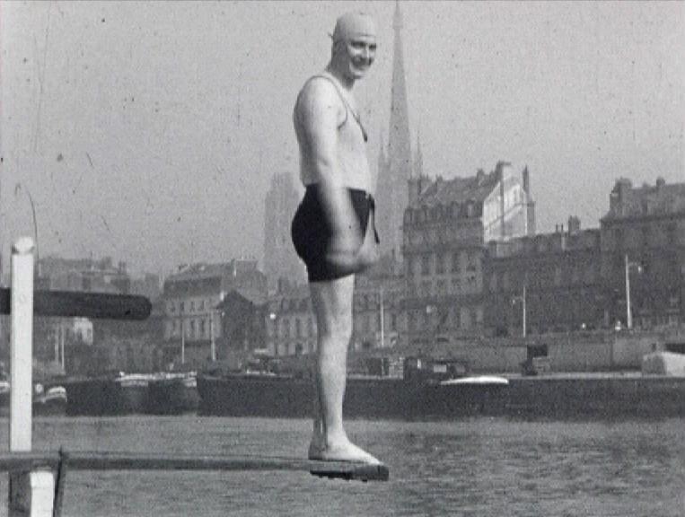 Photogramme issu du film amateur : Plongeons en Seine, réalisation : Robert Dasché, 1936, 16mm ©MAHN/POLE IMAGE HAUTE-NORMANDIE