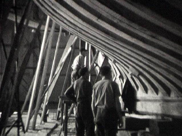 Photogramme issu du film « Construction de l'Arvor à l'usine SNCAN à Caudebec-en-Caux, réalisateur inconnu, 1947, 16mm, NB ©POLE IMAGE HAUTE-NORMANDIE