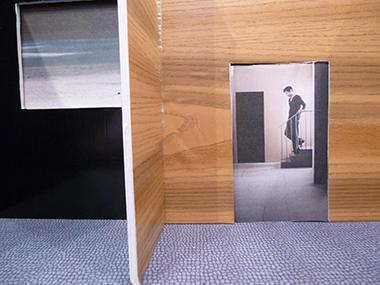 Photographie réalisée par les élèves de l'Ecole Honoré de Balzac dans le cadre d'un atelier organisé pendant l'exposition « Scènes » de Corinne Mercadier et Sabine Meier à la Galerie Photo du Pôle Image Haute-Normandie.