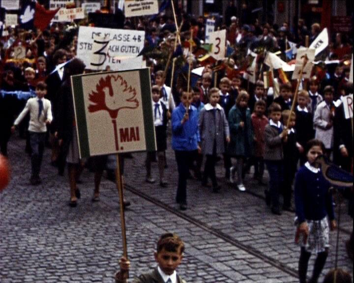 Défilé du 1er mai à Teltow (ex Allemagne de l'Est) en 1967, réalisation : Mairie de Gonfreville l'Orcher, 16mm, couleur, muet ©POLE IMAGE HAUTE-NORMANDIE
