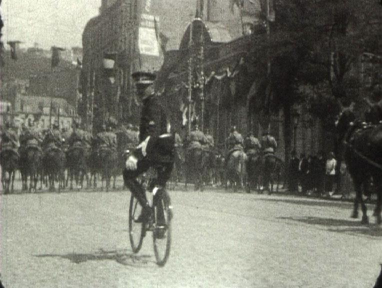 Inauguration du monument aux morts au Havre, réalisateur : André Lucas, 1924, 9,5mm © MAHN-POLE IMAGE HAUTE-NORMANDIE