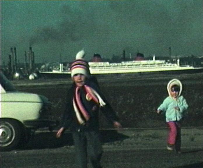 Photogramme issu du film amateur « Manifestation « SS Le France » au Havre de François Le Gouarder, 1979, Super 8mm © POLE IMAGE HAUTE-NORMANDIE